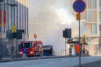 Bussen totalförstördes i en explosionsartad brand vid Klaratunneln i Stockholm.