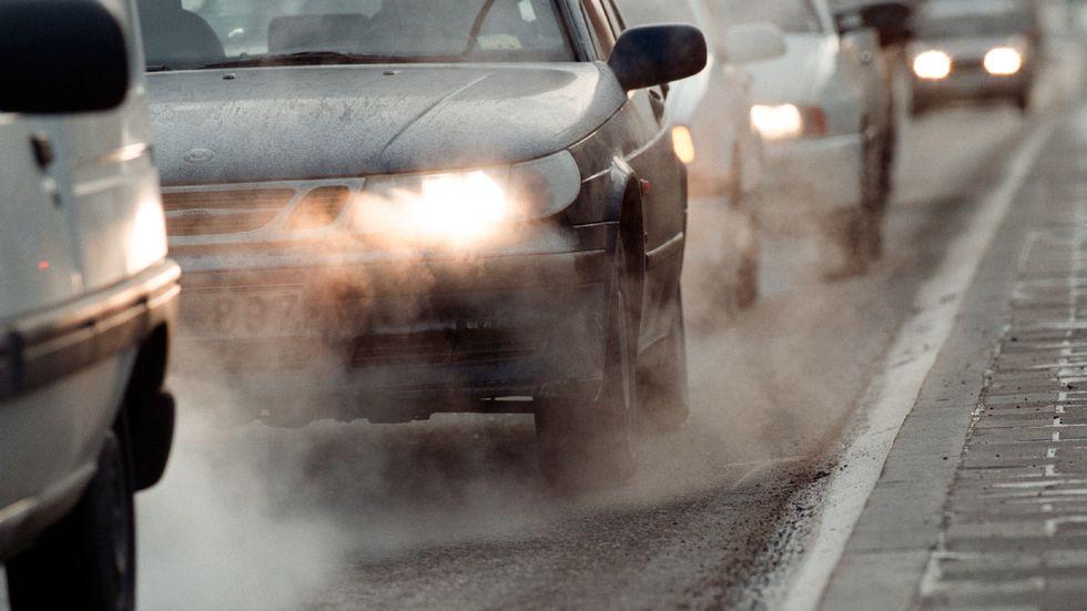 Utsläpp från trafiken är en av de största källorna till föroreningar i luften. Arkivbild.