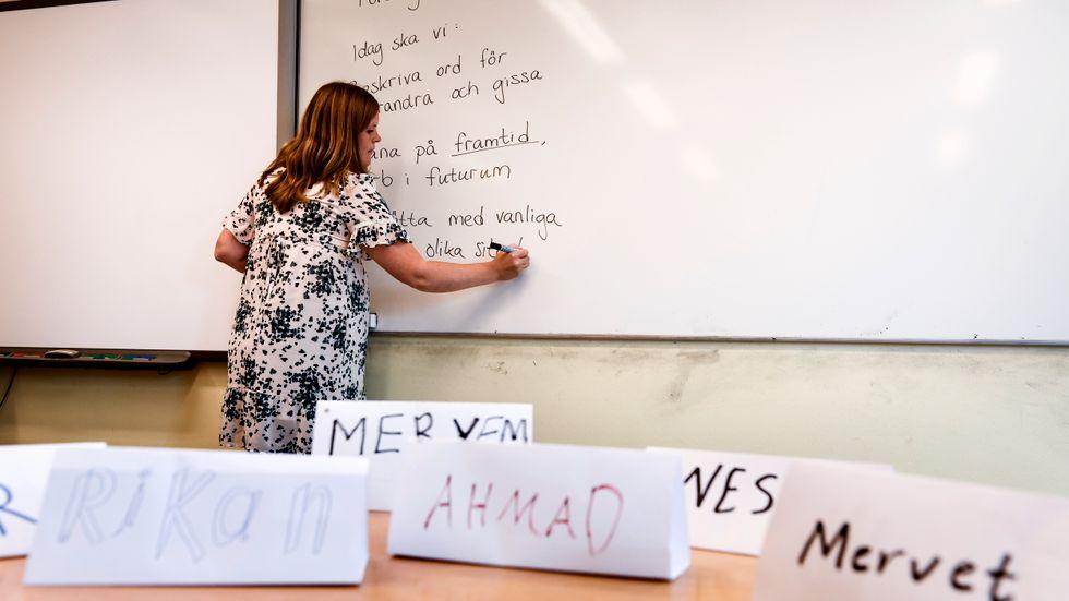 Maja Lind undervisar i SFI (svenska för invandrare) i södra Stockholm.