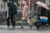 SMHI varnar för kraftigt regn i Västsverige med risk för stora vattenmängder på vägarna. Arkivbild.
