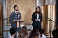 Prins Carl Philip och prinsessan Sofia bjöd under onsdagen in ungdomar att prata om internet.