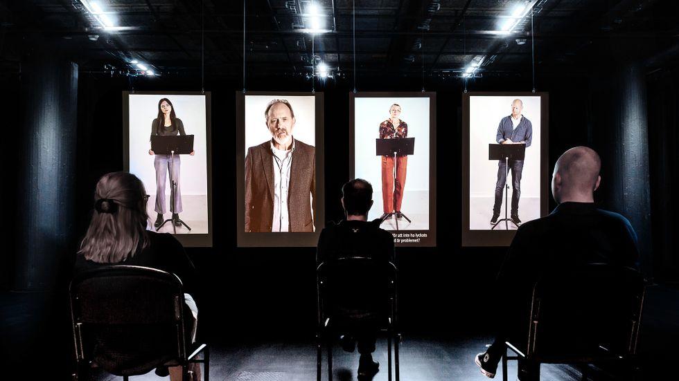 """Louise Peterhoff, Samuel Fröler, Ann Petrén och Fredrik Lycke i """"Revolution""""."""