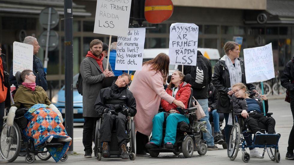 Demonstration om LSS vid Norra Bantorget i Stockholm på 1 maj. Arkivbild.