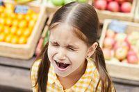 Många föräldrar ger lättare efter när de är stressade, trötta eller har dåligt samvete.