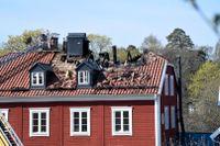 Tidigt på söndagsmorgonen började det brinna i ett flerfamiljshus i Nacka.