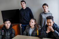 """""""Vår generation kommer att sköta det här bättre än den som är nu. De gamla har redan en livsstil som är svår att ändra på"""", säger säger 14-årige Ben Jaiteh. På bilden syns Milad Mahmoudi, Sadok Sassi, Vanessa Romanowski, Elisa Alsuhaili och Ben Jaiteh."""