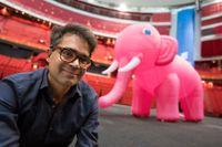 """David Batras stand up """"Elefanten i rummet – han som är gift med henne"""" har premiär på Rival i Stockholm. Därefter ska showen turnera och även spelas på Globen den 17 mars 2018."""