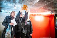 Vännerna Inga-Britt Wendel, Ann Flack och Anne-Marie Vestman är lyckliga att få gå ut igen.