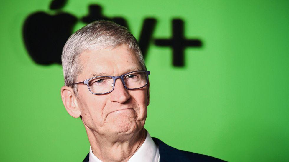 Apples vd Tim Cook är under allt hårdare press i Europa.