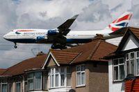 En syn från svunna tider – en Boeing 747 med British Airways färger under inflygningen till Heathrowflygplatsen i London. Arkivbild.