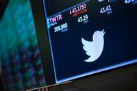 Twitters aktievärde sjönk efter det att USA:s president Donald Trump blockerats från plattformen. Arkivbild.