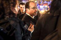 Frankrikes dåvarande president François Hollande utanför Bataclan-teatern i Paris efter terrordåden den 13 november 2015. Arkivbild.