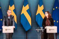 Skolverkets generaldirektör Peter Fredriksson och utbildningsminister Anna Ekström (S) under pressträffen om skolan inför vårterminen.