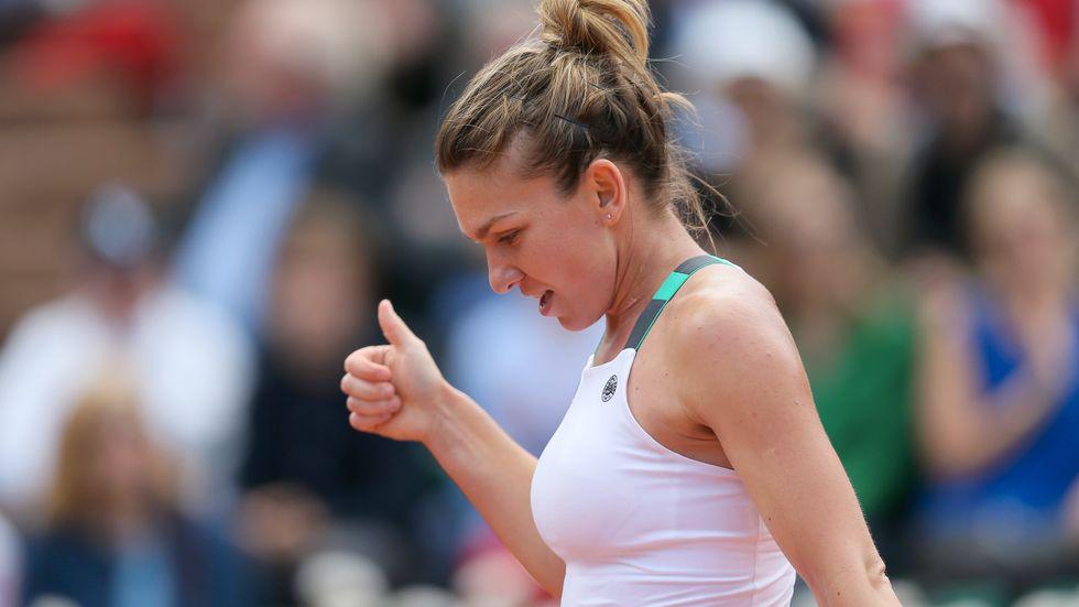 Tummen upp för Simona Halep som vände och vann kvartsfinalen i Franska mästerskapen.