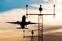Regeringen har föreslagit en flygskatt och lovat att utreda hur tankarna ska fyllas med mer biobränsle.