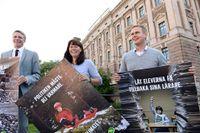Miljöpartiets partisekreterare Anders Wallner, språkrören Gustav Fridolin och Åsa Romson presenterar partiets valaffischer.