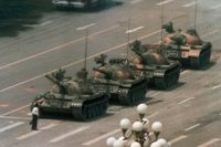 Himmelska fridens torg, 1989. En man protesterade.