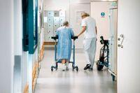 Nästan var sjunde patient behöver vänta i mer än ett dygn på att få komma till en strokeenhet, enligt Socialstyrelsen. Arkivbild.