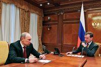 Det politiska spelet går på högvarv inför Vladimir Putins tillträde den 7 maj som Rysslands president.