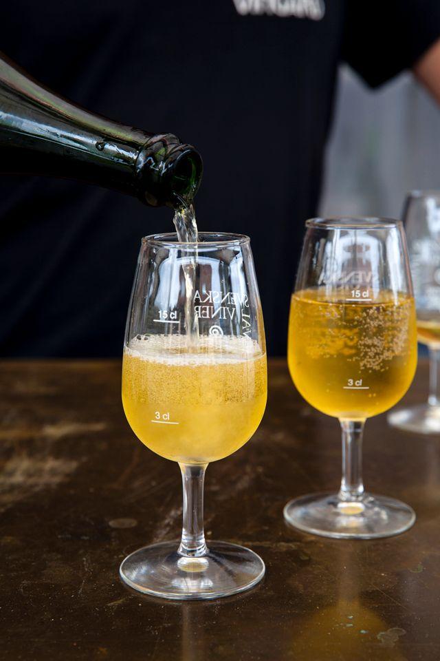 På Skepparp gör man klassisk fransk cider enligt traditionell flaskjäst metod. Äpplena kommer från Skeppars vingård.