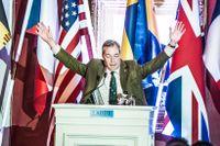 Nigel Farage håller tal.
