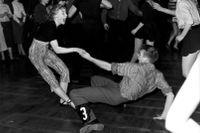 """Så här såg det ut på Nalen i Stockholm 1957. Förstår du orden som ströks ur Svenska Akademiens ordlista på 50-talet? Bilden publicerad (omslag) i boken """"Femtiotal"""" år 2001."""