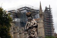 Katedralen Notre-Dame eldhärjades svårt i en brand i april. Arkivbild.