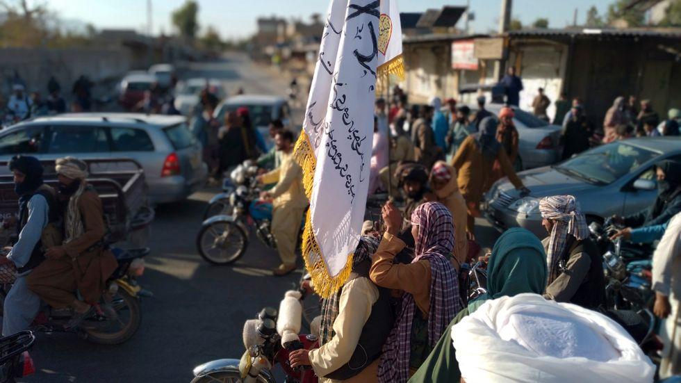 Talibanska krigare i staden Farah som intogs på tisdagen.