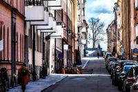 I Stockholm, Göteborg och Malmö sker nu stora höjningar av markhyran, tomträttsavgälden. Bakgrunden är att bostadspriser och markpriser stigit kraftigt.