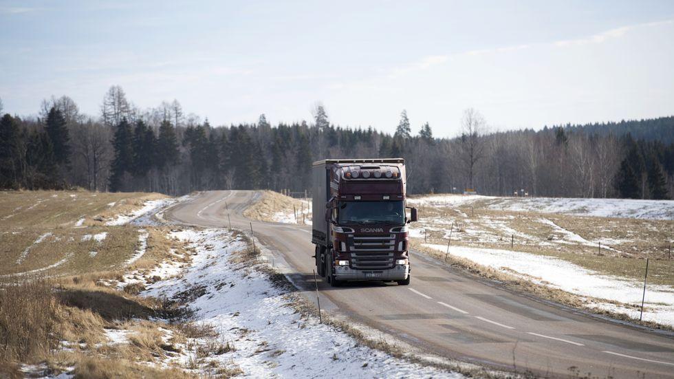 Mindre bensin och mer biodrivmedel för transporter, hoppas regeringen på.