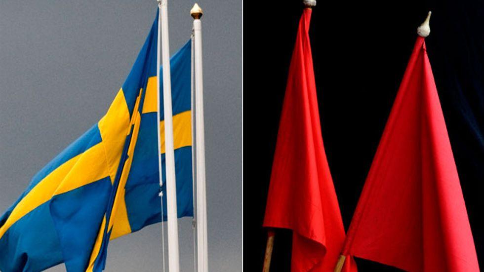 Svenska flaggan, och röda fanor.