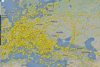 Flygplanen över Europa flyger annan väg runt Ukraina efter gårdagens krasch. Radarbild från Flightradar 24 på fredagseftermiddagen.