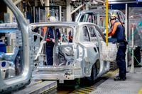 Volvo Cars bilfabrik i Torslanda i Göteborg stod stilla i tre veckor under våren, men startades igen i mitten av april. Nu siktar Volvo på att sälja 800000 bilar under 2021. Arkivbild.