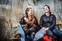 Sofia Krohn och Margareta Sandved, sjuksköterskor och tågresenärer:                         – Jag vill åka tåg för att jag inte gillar att flyga, och då litar jag på att de går i tid, säger Sofia.  – Nej, det är mer effektivt ändå, när man slipper incheckningar till exempel. Och så är det lite mindfulness. Men man blir lite mer tveksam till tågen vintertid, säger Margareta.