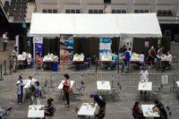 Frankrike är hårt drabbat av coronaviruset. Bilden visar ett vaccinationscenter i Lyon.