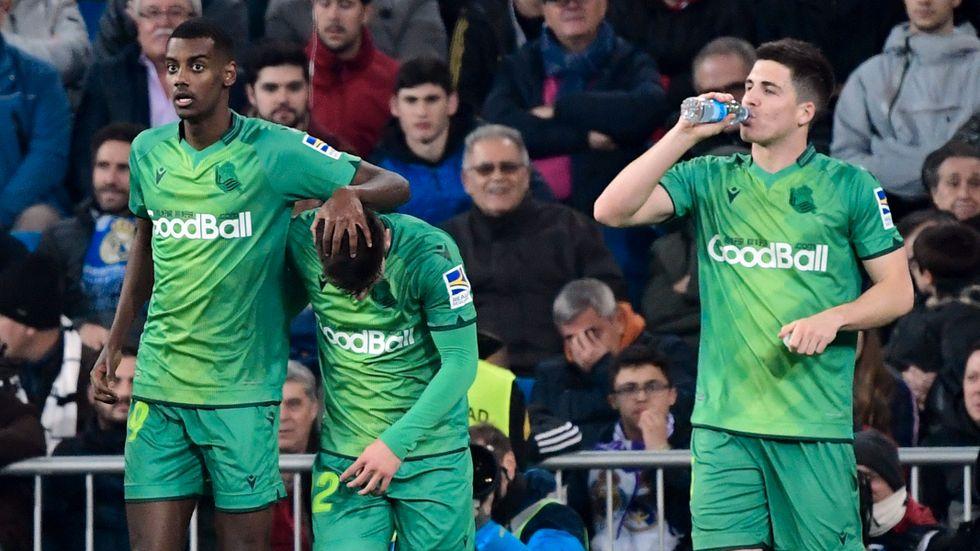 Alexander Isak jublar efter att ha gjort sitt första av två mål när Real Sociedad 4–3-besegrade Real Madrid i den spanska cupkvartsfinalen.