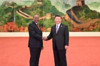 Kenyas president Uhuru Kenyatta välkomnas till Forumet för samarbete mellan Kina och Afrika i Peking i september av Kinas president Xi Jinping.