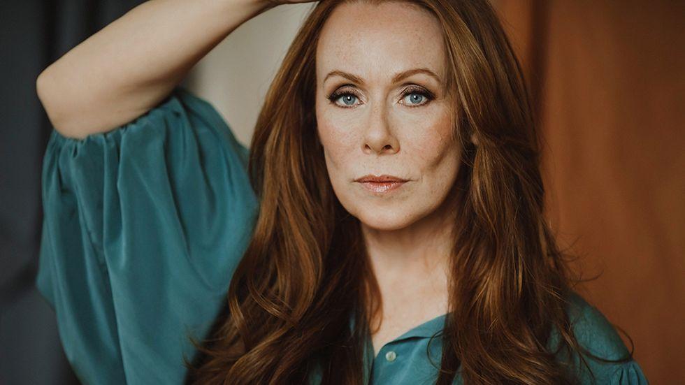 Rachel Mohlin, född 1973, är manusförfattare och skådespelare.