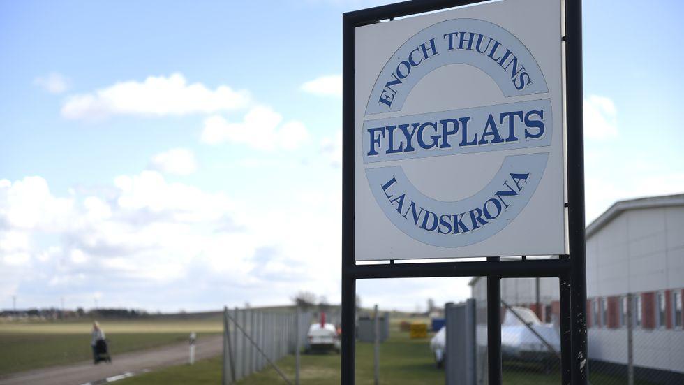 Enoch Thulins flygplats i Landskrona var målet för den spektakulära kokainsmugglingen i ett sportflygplan i mars förra året. När planet landade väntade poliser runt flygplatsen. Arkivbild.