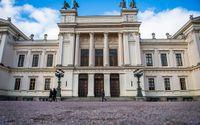 När högskolor börjar bete sig som privata företag blir lojalitet mot chefen och varumärket viktigare än lojalitet mot allmänintresset eller sanningen, skriver debattörerna. På bilden Lunds universitet.