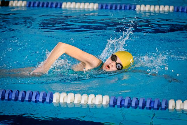 Olympisk triathlon är en vanlig tävlingsform för vuxna. Då simmar man 1500 meter, följt av 4 mil cykling och 1 mil löpning. Foto: Ari Luostarinen