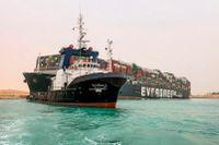 Fartyget Ever Given blockerar Suezkanalen.