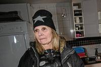 Yvonne Jansson köper ett eget elverk, hon är less på att inte få elen inkopplad i sitt hem.