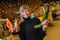 """Louise König, hållbarhetschef på Coop. Matbutiken satsar sedan ett par år tillbaka på att minska svinnet av """"fula grönsaker"""" – som kunderna ratar just på grund av deras utseende."""