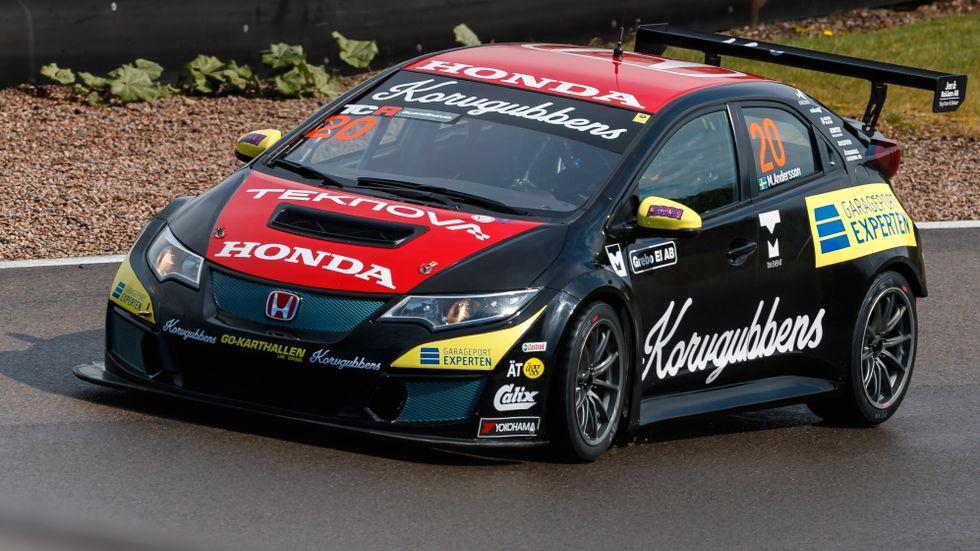 Mattias Andersson var snabbast i sin Honda i första TCR-heatet i Karlskoga. Arkivbild.