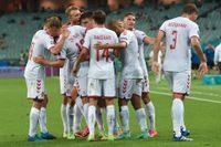 Danmark firar Kasper Dolbergs 2–0-mål.