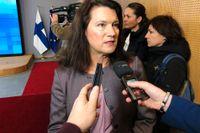 Utrikesminister Ann Linde på väg in till måndagens EU-möte i Bryssel.
