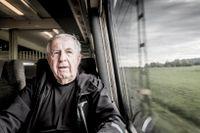 Jan-Erik Kaiser är en inbiten tågresenär. Nu mer peinsionär men har guldkortet och åker tåg 360 dagar om året. För att han kan.