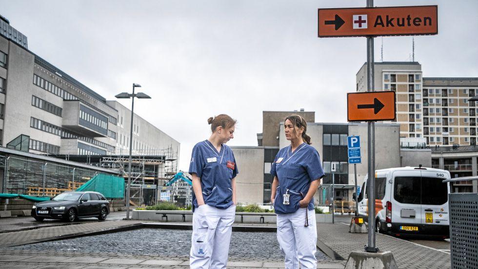 """På Södersjukhuset innebär besöksförbudet nya utmaningar. """"Det är mycket som är svårt. Vi rekommenderar ju oftast att man är tillsammans med nära och kära"""" säger psykolog Anna Nåsby."""