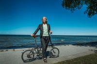 Karolina Skog cyklar när hon är i Almedalen.